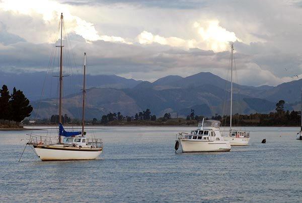 Yachts at anchor in Waimea Inlet.