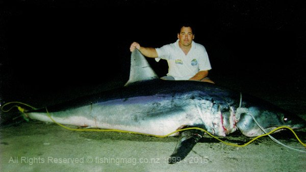 Neville Cane caught this enormous 370kg mako shark off Kaikoura in February 1999. Photograph courtesy of Nick Powell and New Brighton Sports.