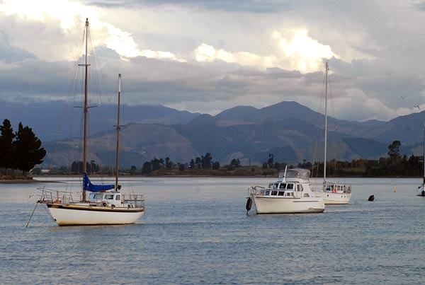 Yachts at anchor in Waimea Inlet.