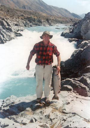 Len Isitt with a 24lb salmon below the great rapid on the Rangitata River. These were the rapids dynamited by the New Zealand army.