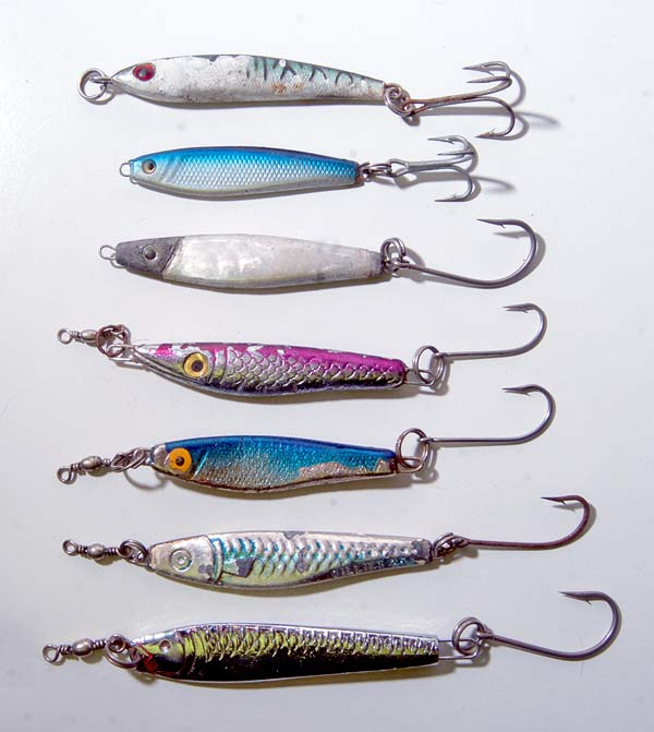 Which is better treble hooks or singles for kahawa fishing?