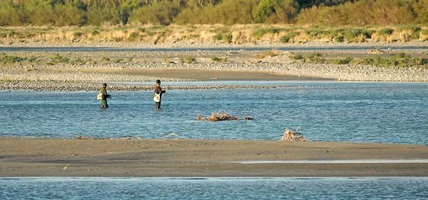 You can still reach the lower river braids just above the Rakaia Lagoon if approaching the mouth from the South Rakaia Huts. many anglers seem to prefer one side of the river mouth to the other rarely fishing the opposite side!