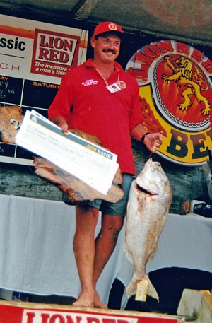 Andrew Potbury of Kari Kari with the biggest snapper in the history of this competition, and his cheque for $53,000.