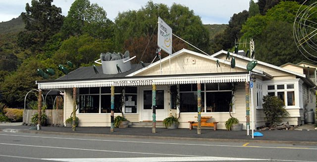 The Mussel Pot restaurant at Havelock, as the name suggests specializes in this local delicacy.