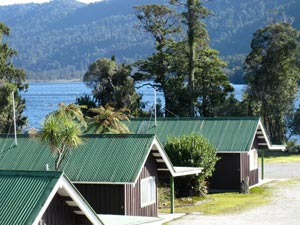 Lake Paringa Lodge is right beside the lake.