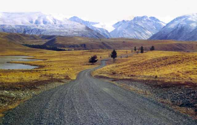 The road to Lake Alexandrina. For the most part the Mackenzie Country is tree-less.